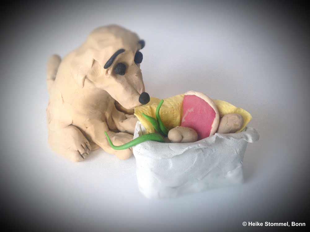 Knetfigur Hund mit geknetetem Korb, Gemüse udn Fleisch