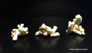 Drei Popcorn-Körner